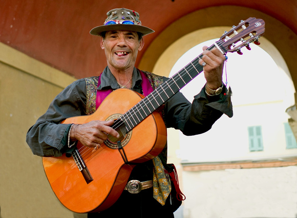 Busker from Chile